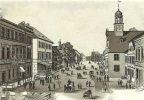 widok na Marktstrasse (obecnie Kościuszki) od strony Rynku Przedmiejskiego z końca XIX w. po prawej były rausz nowomiejski, a lewej za kamienicami kościół św. Trójcy. Być może tędy przeszli demonstranci niszcząc po drodze pod Kasyno Miejskie kamienice.