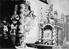 Lewa boczna część ołtarza, prawy konfesjonał kościoła w Lipowinie w 1904 r. Zdj. IN PAN