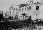 1945. Budynek przedwojennego kina Artushof zniszczonego podczas działań wojennych. Zdjęcie Wojciech Iwulski