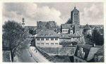 Zdjęcie z lat 30-tych XXw. przedstawia widok z Berlinerstrasse na Langasse (z obecnej Fromborskiej na Gdańską). Jednak najbardziej rzuca się w oczy dobry stan murów miejskich w fosie w porównaniu do współczesnego ich stanu w tzw. Parku Fosa.