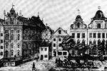 Ilustracja z 1835r. ukazująca miejsce, gdzie niegdyś stała Brama Mnisza, czyli obecnej ul. Kromera. Widoczny niewysoki budynek z wejściem lub furtą stał mniej więcej w miejscu dawnej bramy. Obok Kamienny Dom i stary budynek poczty