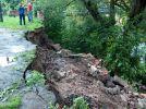 W 2004 r. w wyniku ulewy doszło do zawalenia odcinka muru miejskiego vis-a-vis bloku mieszkalnego Gdańska Nr 8-16. Mur został naprawiony  w 2005 r. Na zdjęciu autor artykułu i ówczesne władze miejskie: Burmistrz Braniewa śp. Henryk Mroziński i wiceburmistrz Jerzy Maziarz.