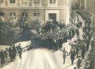 1912r. defilada z okazji wizyty cesarza Wilhelma II w Braniewie. Cesarz stoi przed Kasynem, natomiast pododdziały maszerują od Mostu Kotlarskiego.
