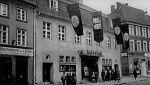 1936. Wówczas przebudowano budynek, w którym otworzono kino Artushof, nazwane na cześć dawnego Dworu Artusa.