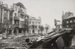 Hotel  Schwarzer Adler po zdobyciu Braniewa przez Sowietów w 1945 r. Zdjęcie wykonał korespondent wojenny Emannuił Ewzerichin