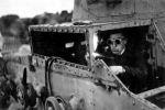 Demontaż polskiego czołgu lekkiego 7TP na jednym ze składowisk sprzętu zdobytego przez Wehrmacht w kampanii wrześniowej 1939. Niemcy wykorzystywali wiele polskiego sprzętu w kolejnych kampaniach.