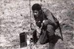 lata 60-70-te. Żołnierz 51 pułku czołgów średnich z radiostacja polową R-105. Radiostacja R-105 - ultrakrótkofalowa, nadawczo-odbiorcza, simpleksowa, małej mocy konstrukcji ZSRR.  Była jedną z radiostacji rodziny zwanej