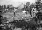 Lata 50-te. Żołnierze podczas prac związanych z odgruzowywaniem Braniewa. Być może są to żołnierze 55 Pułku Zmechanizowanego.