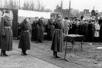 15.03.1959r nadanie sztandaru 14 Pułkowi Czołgów Średnich – w środku salutuje mjr Stefan Goldfarb dowódca pułku