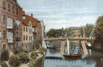 Pocztówka z przełomu XIX/XX w. z widokiem na Most Kotlarski od strony Mostu Młyńskiego. Z lewej strony kamienice wybudowane w linii dawnego muru obronnego. Za mostem znajdował się port rybacki.