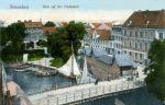 Pocztówka z początku XX w. ukazująca widok na Most Kotlarski z góry. Widoczna port rybacki i targ rybny
