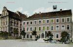 znany z wielu przedwojennych pocztówek budynek poczty został oddany w dniu 2.10.1889 r. Był to nowoczesny jak na koniec XIX w. budynek 3-kondygnacyjny, w którym oprócz pomieszczeń służbowych, były też mieszkania pracowników poczty.