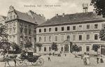 Budynek poczty został poważnie uszkodzony podczas sowieckiego bombardowania w dniu 5.02.1945 r. Po wojnie stał do lat 50-tych po czym został rozebrany jak większość zabudowy staromiejskiej.