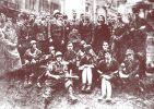 Żołnierze oddziału Barry, w środku w hełmie dowódca