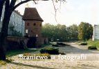Baszta Prochowa jako Restauracja BASZTA w połowie lat 90-tych XX w. Zdjęcie ze strony Braniewo w fotografii.