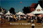 lata 90-te XX w.  kolejne zdjęcie z piwowarów w Braniewie. Za parasolem EB widoczna Baszta Prochowa. Zdjęcie ze strony Braniewo w fotografii