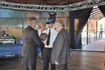 Nagrodę od Starosty Braniewskiego Krzysztofa Kowalskiego w imieni zarządu TMB odebrali Jacek Iwulski i Wojciech Jaroszek