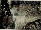 fotografia wykonana z wysokości 600m pokazująca skutki ataku szturmowców Ił-2 z 539 Pułku Lotnictwa Szturmowego (539SzAP) wykonanego w dniu 15.02.1945 r. o godz. 12.50 w rejonie Braniewa. Zdjęcie wykonał st.lejt. Petrow.