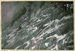 fotografia przedstawiająca płonący folwark w rejonie Kajnit (Heistern) w rezultacie akcji szturmowców 136GSzAP w dniu 15.02.1945 r. Zdjęcie wykonał pilot Buczin